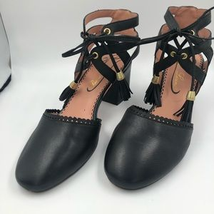 POETIC LICENCE |RIBBON IN BLACK CLOSED TOE PUMPS